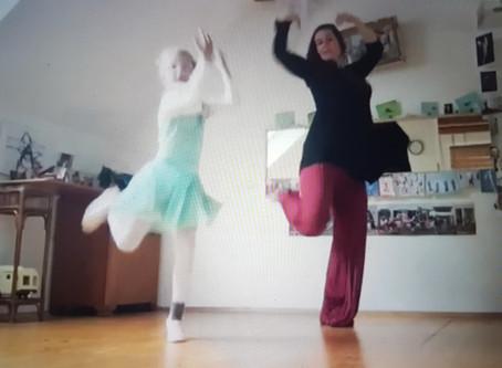 Wohnzimmertanzen: 'Omm' Tanz   für 4-7 Jährige 2. Teil