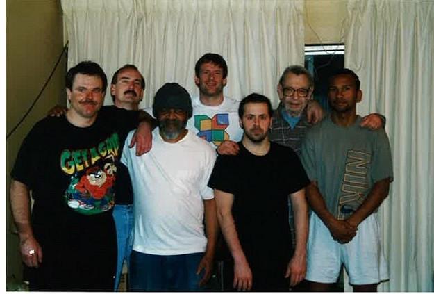 Mars 1998 - Seattle - Fred Schnell (à droite), avec Jessy Glover (au centre) et Ed Hart (avec les lunettes) - (photo : Fred Schnell)