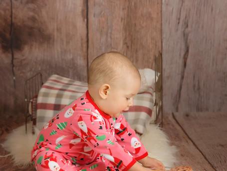 Christmas Sitter Girl | Hudson Valley Child Photographer