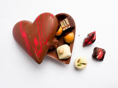 ŠOKOLADO NAMAI šokoladinė širdis, pripildyta saldainių