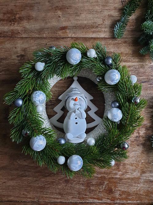INDRĖS IDĖJOS žaismingas rankų darbo Kalėdinis vainikas su Besmegeniu