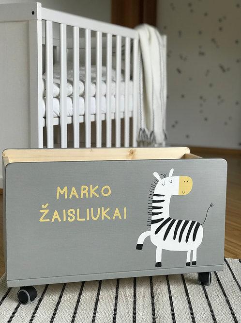 PASAKIŠKIS rankų darbo medinė žaislų dėžė