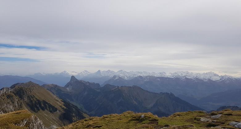 Aussicht-ab-Gantrisch-Stockhorn-und-dahi