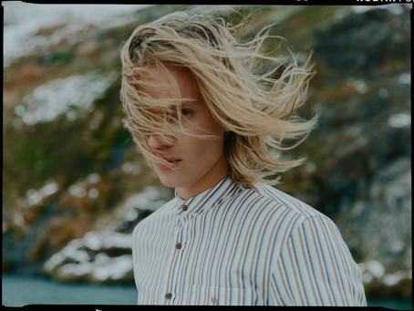 HUGINN MUNINN: Islandijos įkvėpti, Lietuvoje siuvami marškiniai pasaulio užkariautojui