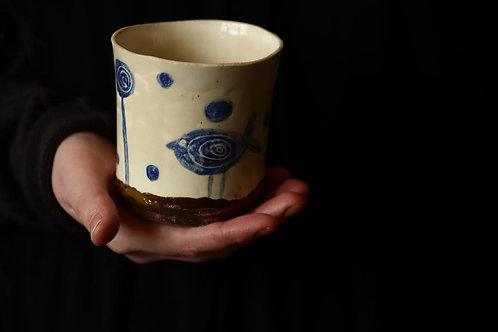 ANOSSTUDIO rankų darbo keramikos puodelis su paukščiuku