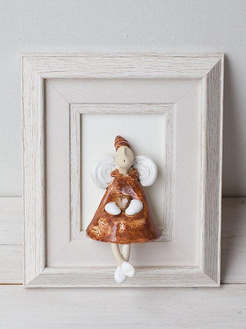 """MOLINUKAI.LT rankų darbo keraminis paveikslas """"Smėlio spalvos angeliukas"""""""