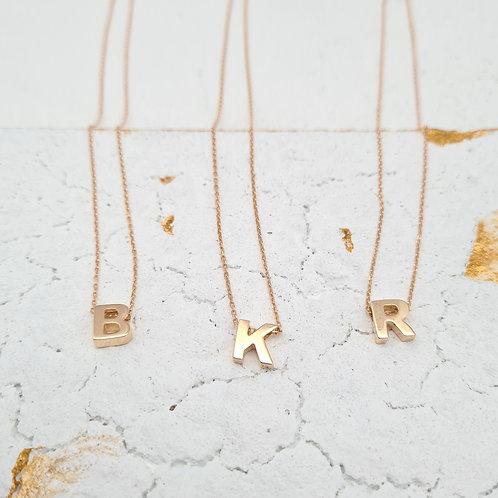 KOLJĖ auksinė raidė pakabukas su grandinėle