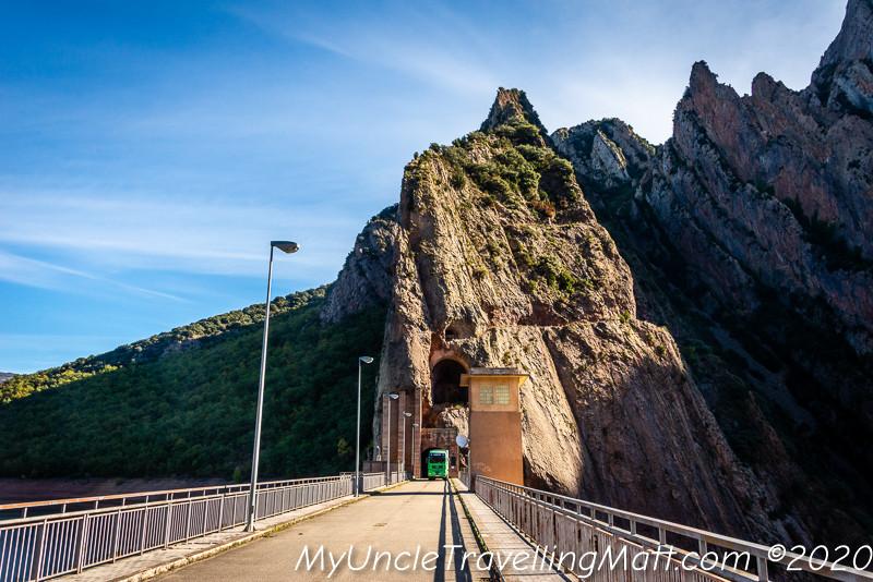 Presa de Escales dam water mountains catalunya