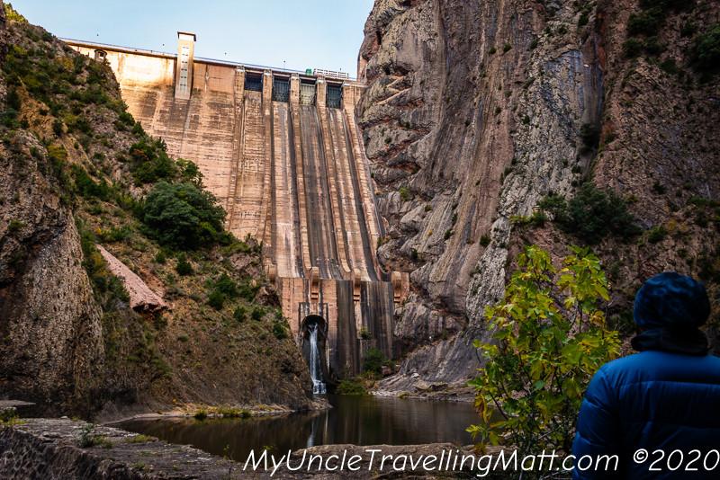 Presa de Escales dam mountains