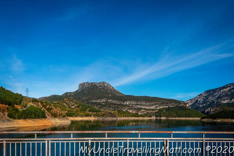 Presa de Escales dam water mountains
