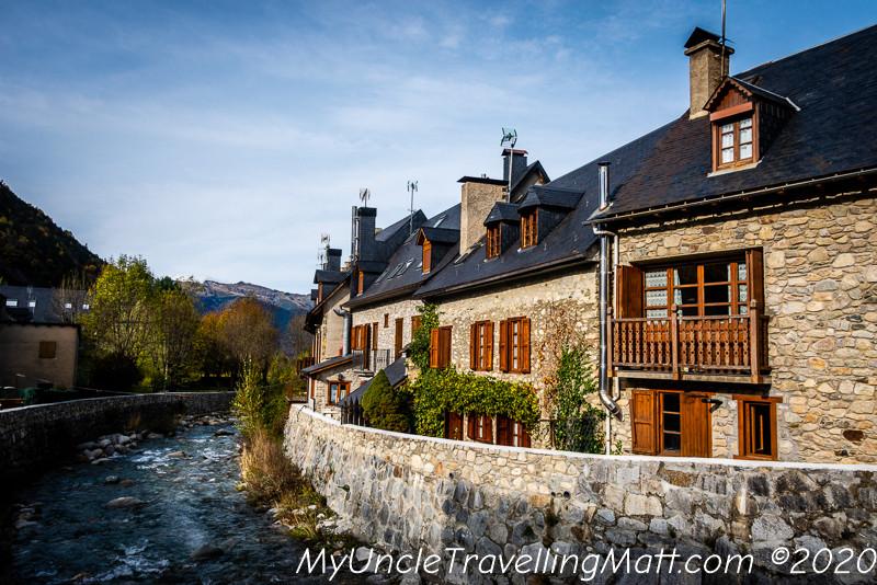 Arties poble village catalunya