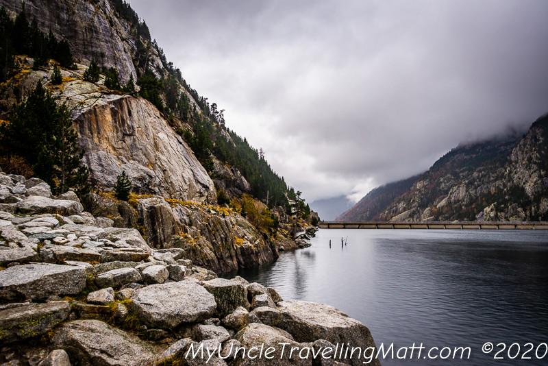 Presa de Cavallers dam reservoir