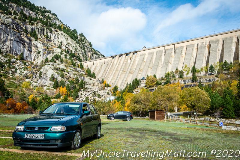 Presa de Cavellers dam mountain countryside