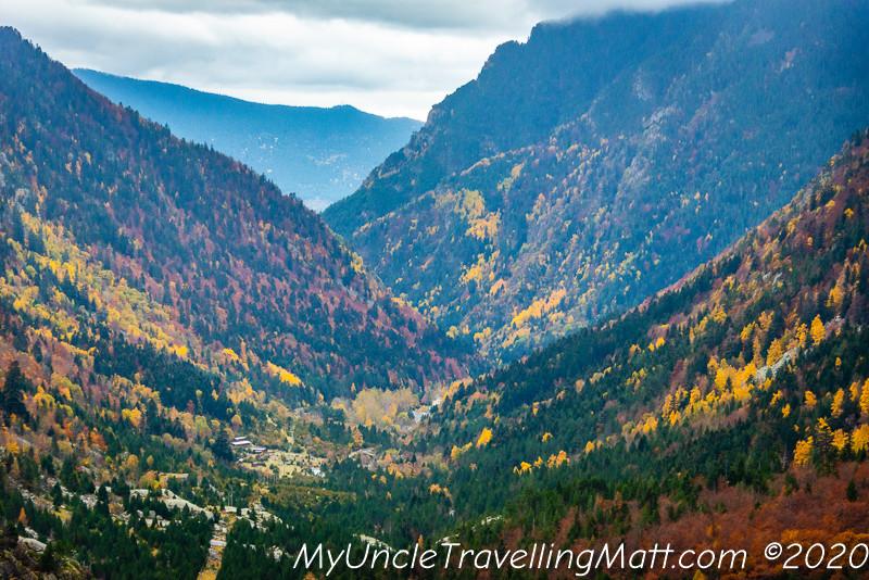 valldeboi valley mountains colours