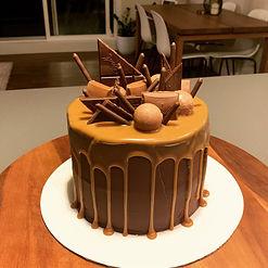Chocolate Salted caramel dip cake