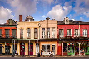 facades-of-houses-in-the-french-quarter-