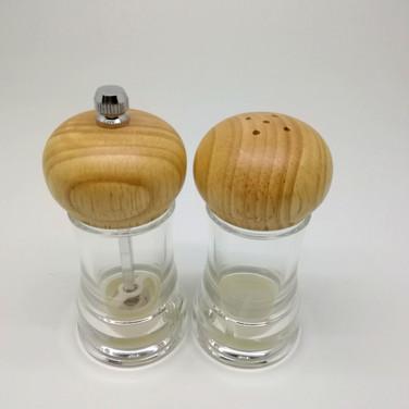 Salt & Pepper Mills Set in Acrylic with Wooden Cap