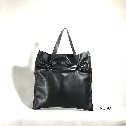 Nuvola M hand bag