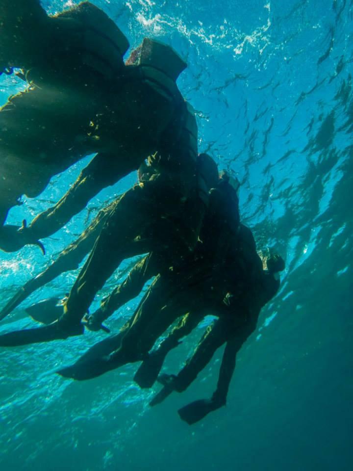 Combat-divers-in-beret-march.jpg