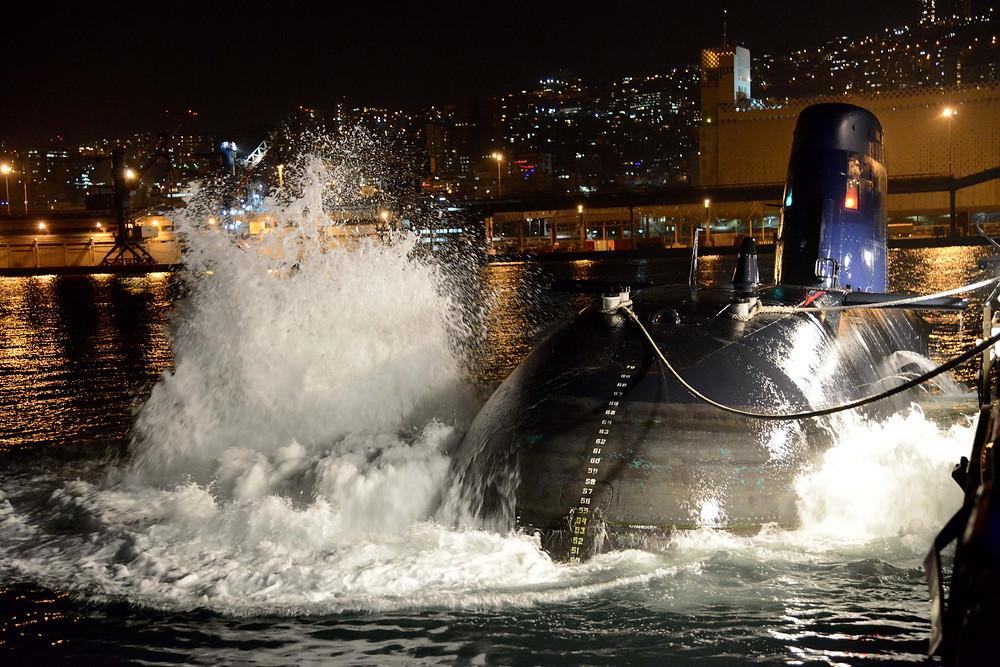 Operation-of-submarine-at-ceremony.jpg