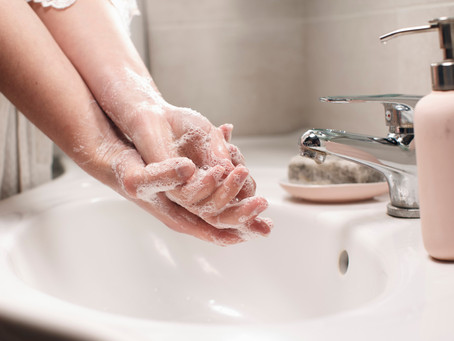Lavar as mãos constantemente: uma forma simples e eficaz de cuidar da saúde