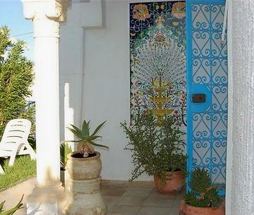 """Liebevoll gestalteter Aussenbereich des Ferienhauses Dar """"Siif"""" von AHA Djeba, Zone Touristique Midoun."""