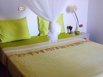 """Mit viel Liebe zum Detail eingerichtet und dekoriert: Blick in eines der drei Schlafzimmer des Ferienhauses Dar """"Houta"""" von AHA Djerba, Zone Tourisique Midoun"""