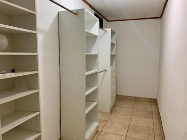 20 - Closet P.jpeg