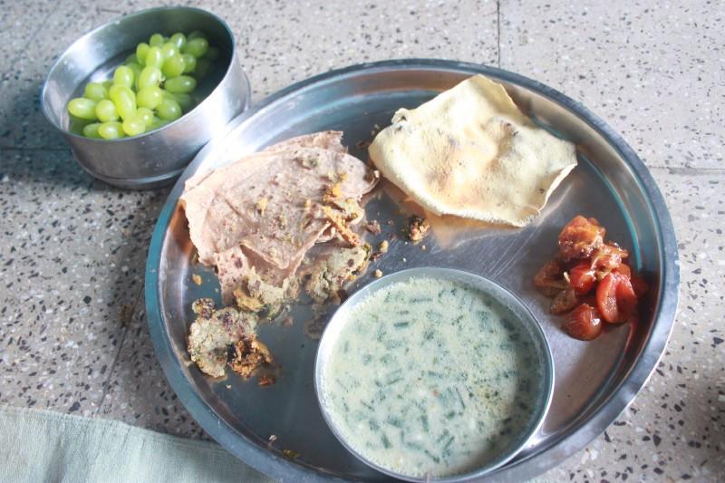 bajra millet bhakri (roti), onion curry, papad, tomato chutney, green grapes