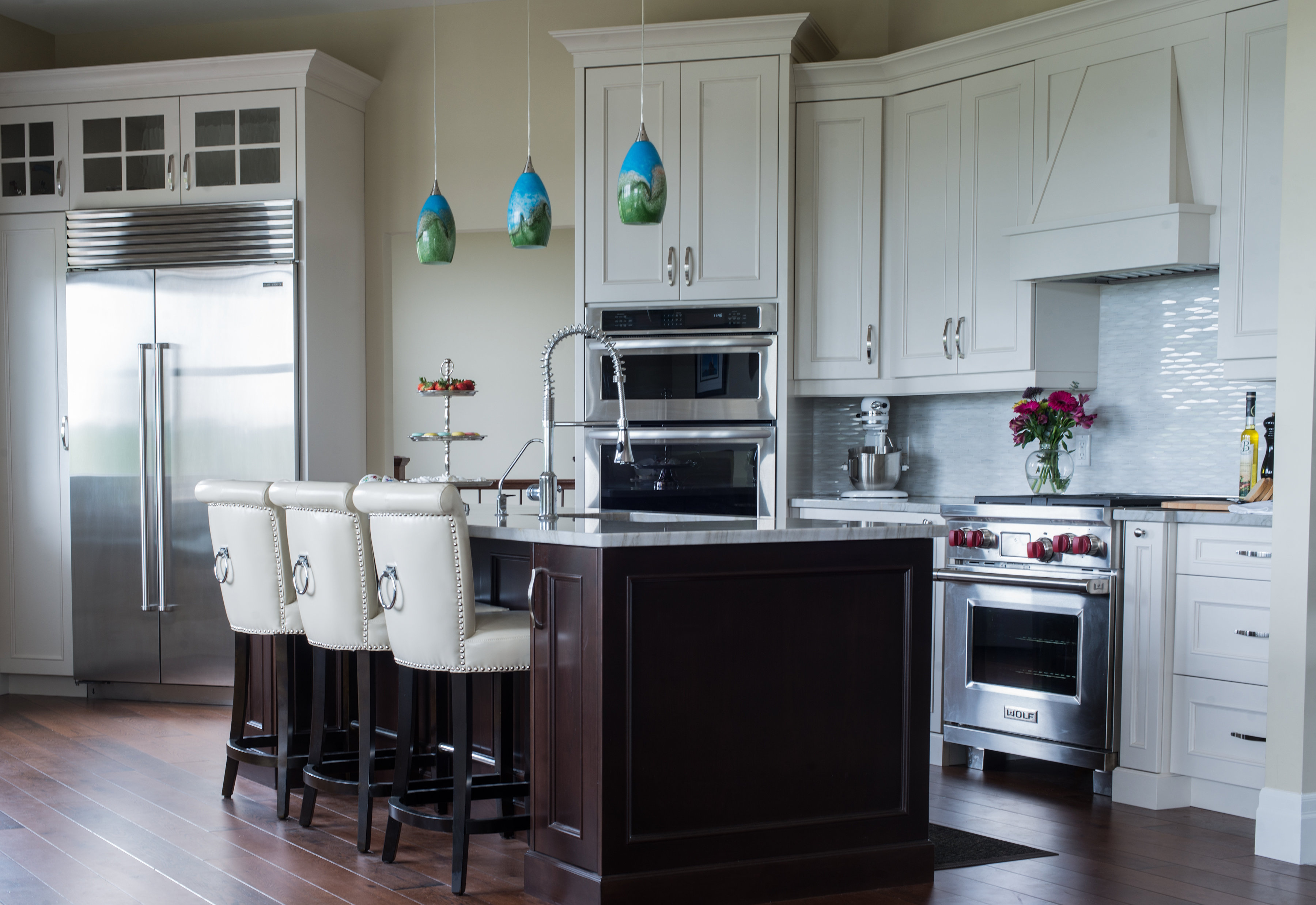 Awesome Bright Custom Kitchen ...