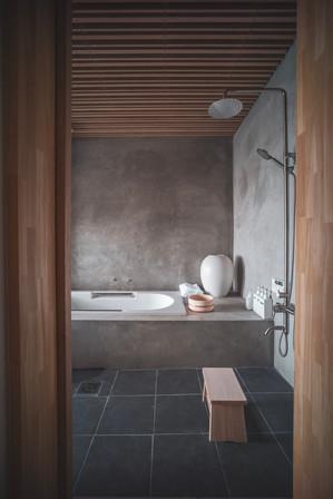 1st Floor Bath View