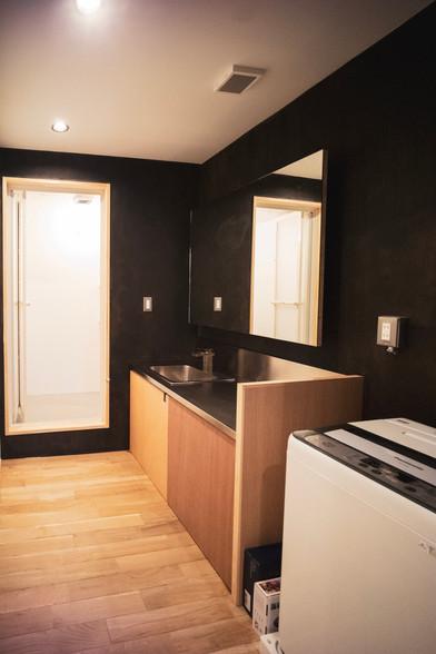 2nd Floor Shower and Bathroom