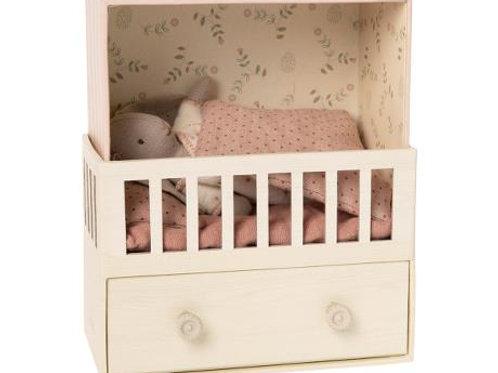 MAILEG - chambre du bébé avec un micro lapin