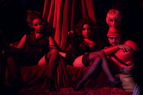 BTW, I'm too sexy for your cabaret © François Godard