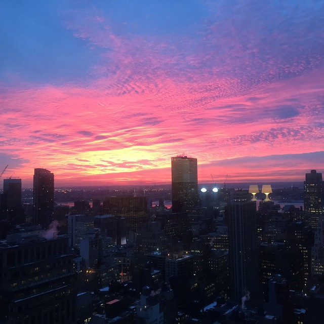 Look how God did that! 🙌❤️ #Sunset #NYC #viewsfromtheoffice #theLoveChronicles