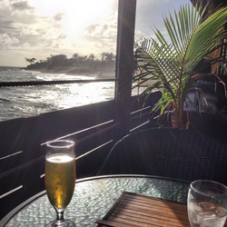 My kinda Sunday lunch 😎🍺🏄 #whenthesunistoobrighttogetaclearpic #notaproblemImindhaving #prebirthd