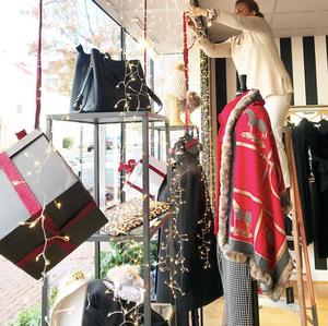 Sara Campbell boutique shopping holiday seasonal Christmas window old town Alexandria Virginia Washington dc