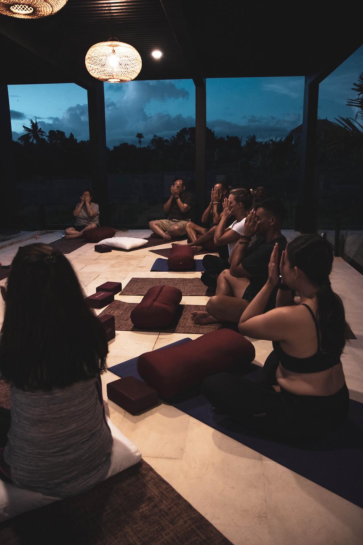 how to meditate, types of meditation, is meditation for me, welloga meditation, welloga workshops, toronto yoga, yogi jennifer doheney, visualization meditation, sensory meditation, metta meditation, breathing meditation, detach from social media, quite your mind,