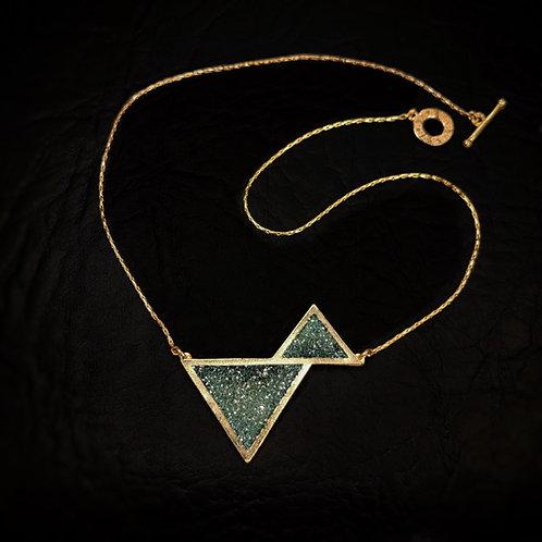 Colgante corto doble triangulo
