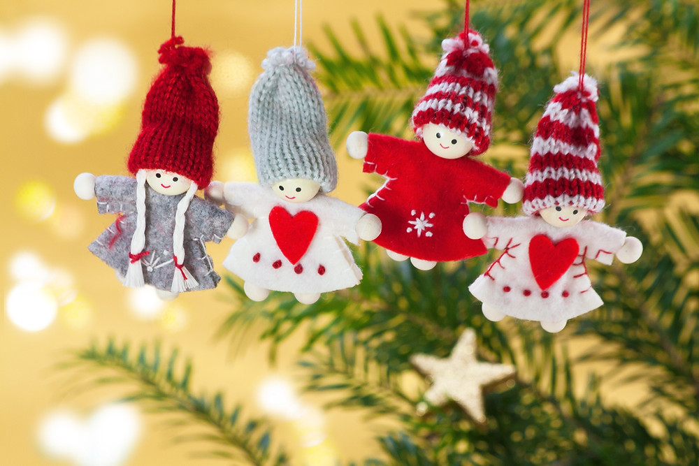 Knitted christmas figures