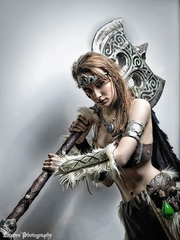 Skyrim Dovahkiin Cosplay by Lisanna of Drawmeacosplay