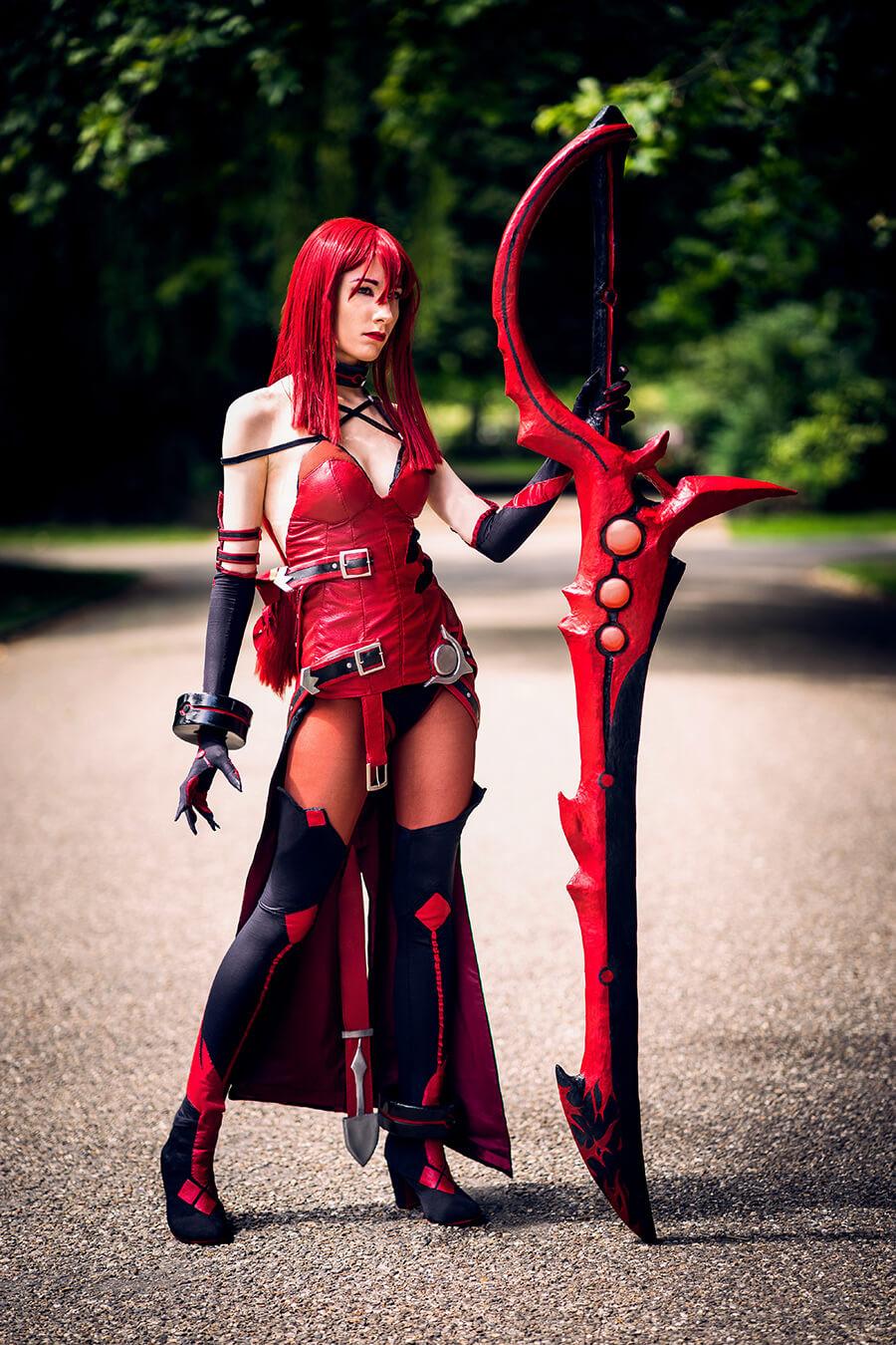 Lisanna of drawmeacosplay dressed as Elesis Crimson Avenger