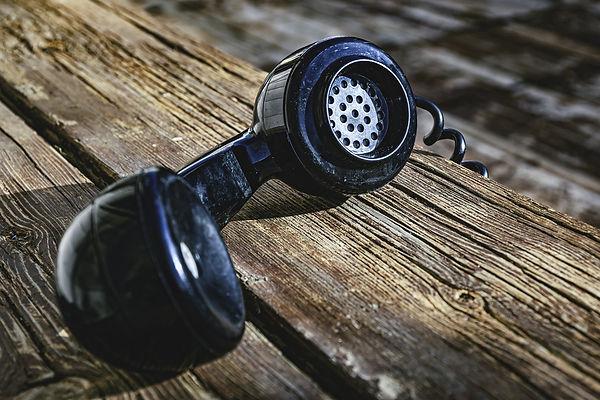old-phone-4717604_1920.jpg