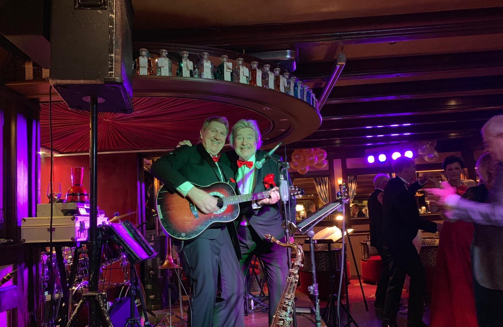 Monty mit Band in Hinterzarten