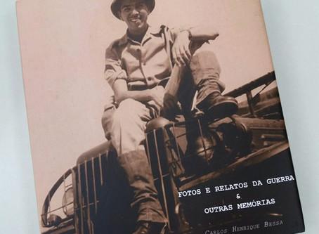Veterano Carlos Bessa doa livro com sua biografia para a Biblioteca da ANVFEB