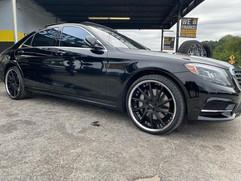 """Mercedes-Benz S550 on 22"""" Azad wheels"""
