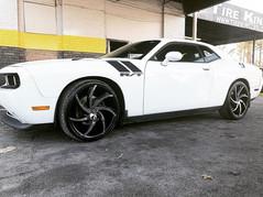 "Dodge Challenger on 22"" Massiv wheels"