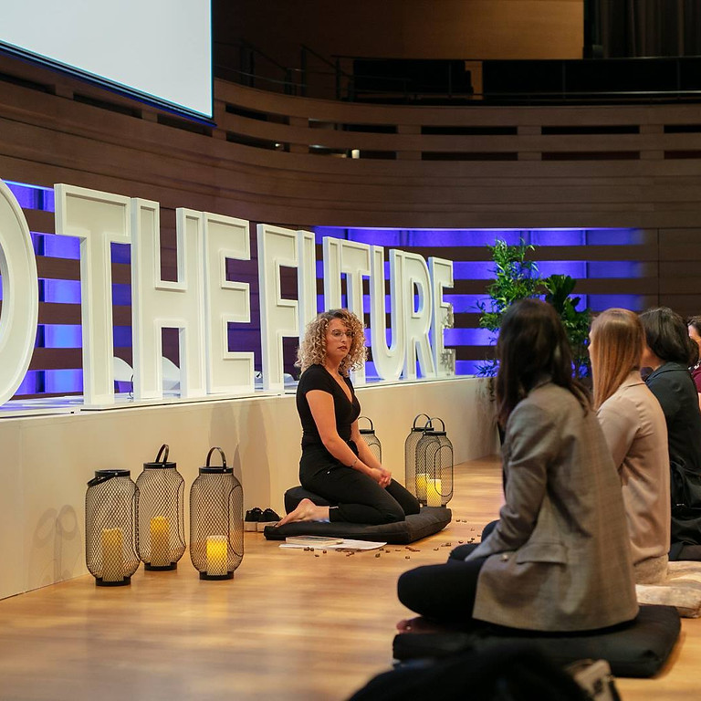 CMDC: Mindfulness Matters. Meditation on stage with Hoame