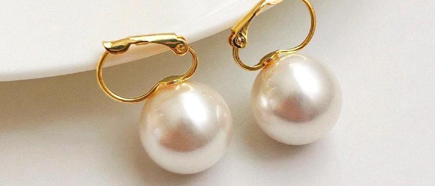 Minimalist Pearl Hoop Earring
