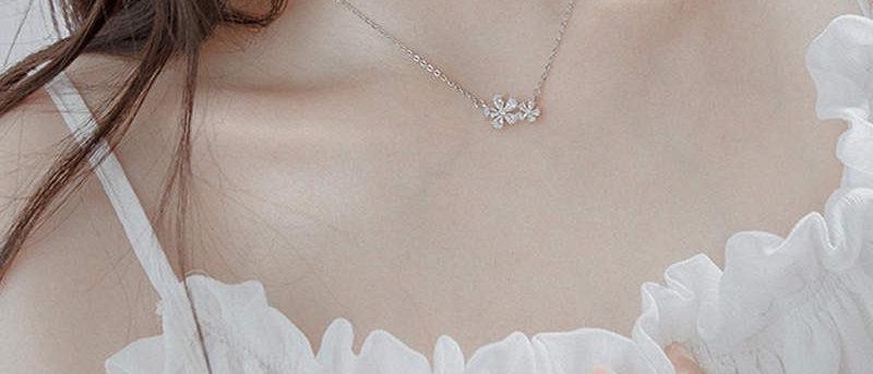 Lucky Flower Pendant Necklace